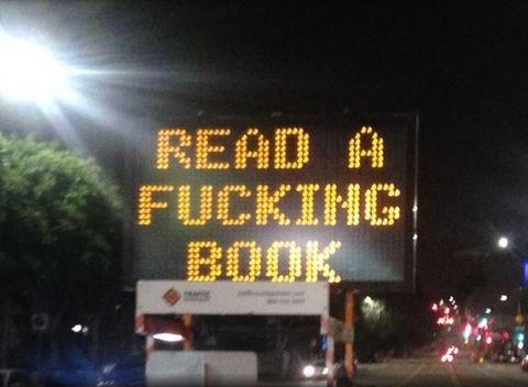 قراردادن پیامهای جالب در تابلوهای ترافیک لسآنجلس توسط هکرها